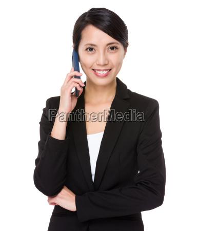 business frau chat auf handy