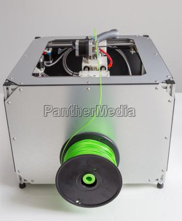 3d drucker mit hell gruenem filament