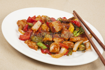 ein koestliches chinesisches essen von schweinefleisch