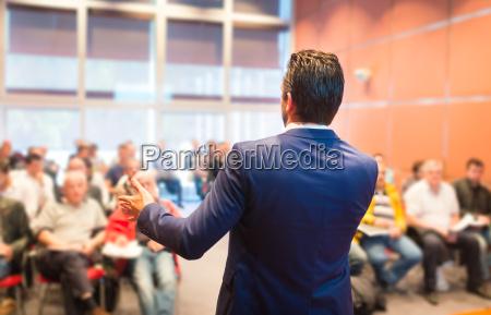 referent bei business konferenz und praesentation