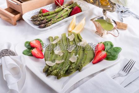 asparagus with green sauce