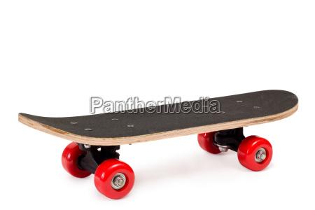 skateboard mit roten raedern
