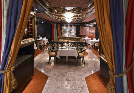 luxuriöses, klassisches, restaurant, mit, schöner, tisch - 14197313