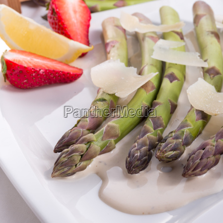 blanched asparagus with truffle sauce