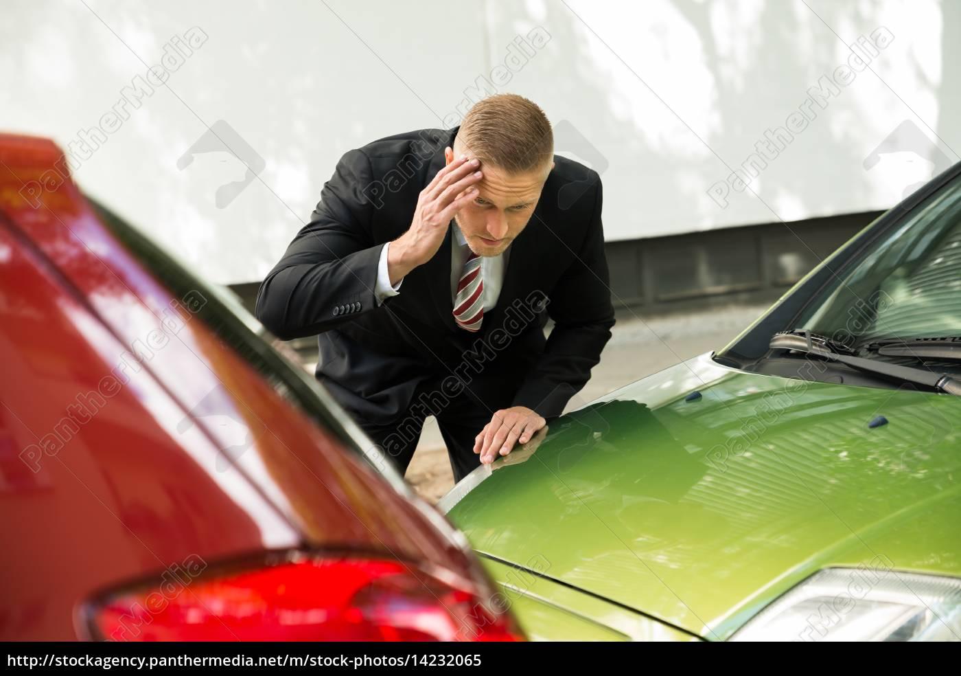 stressed, driver, blick, auf, auto, nach - 14232065