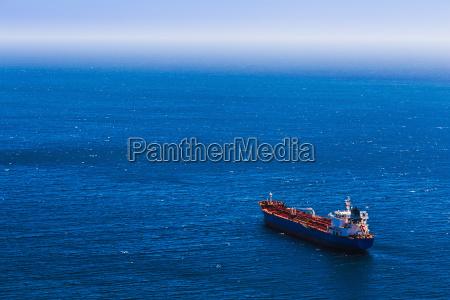 luftaufnahme zu leeren container frachtschiff