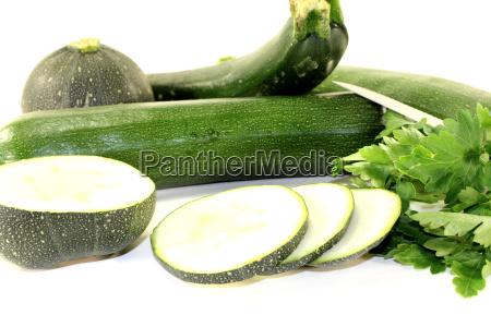 gemischte zucchini mit petersilie