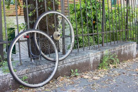 wheel bike bicycle lock security connected