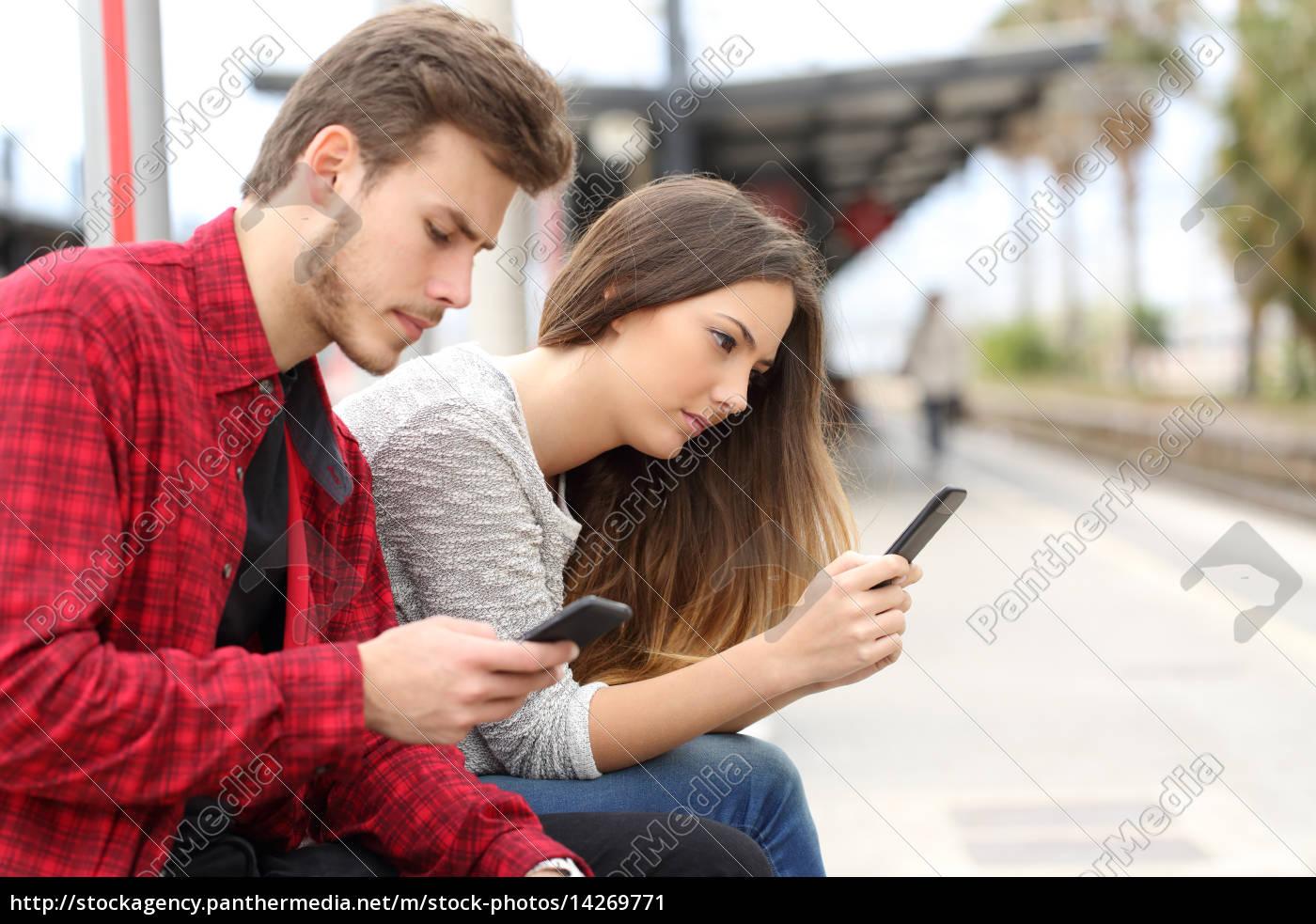 teens, besessen, mit, smartphones, in, einem - 14269771