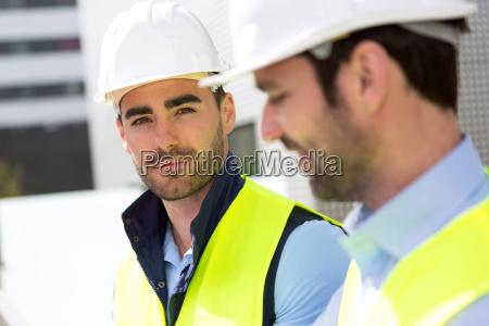portrait einer attraktiven arbeiter auf einer