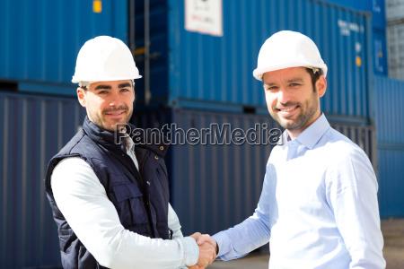 docker und supervisor handshake vor containern