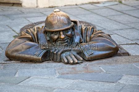 statue mann bei der arbeit in