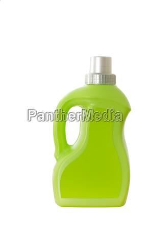 gruene plastikflasche mit griff freigestellt