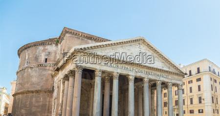 pantheon in rom mit blauem himmel
