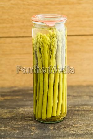 gruener spargel eingekocht