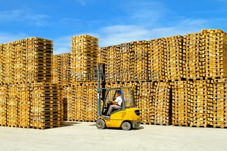 pallets warehouse