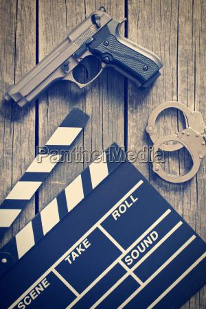 film kloeppel und pistole mit handschellen
