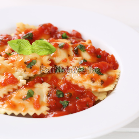 ravioli with tomato sauce food pasta