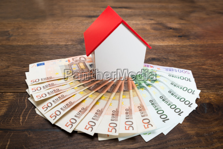 house model and banknotes