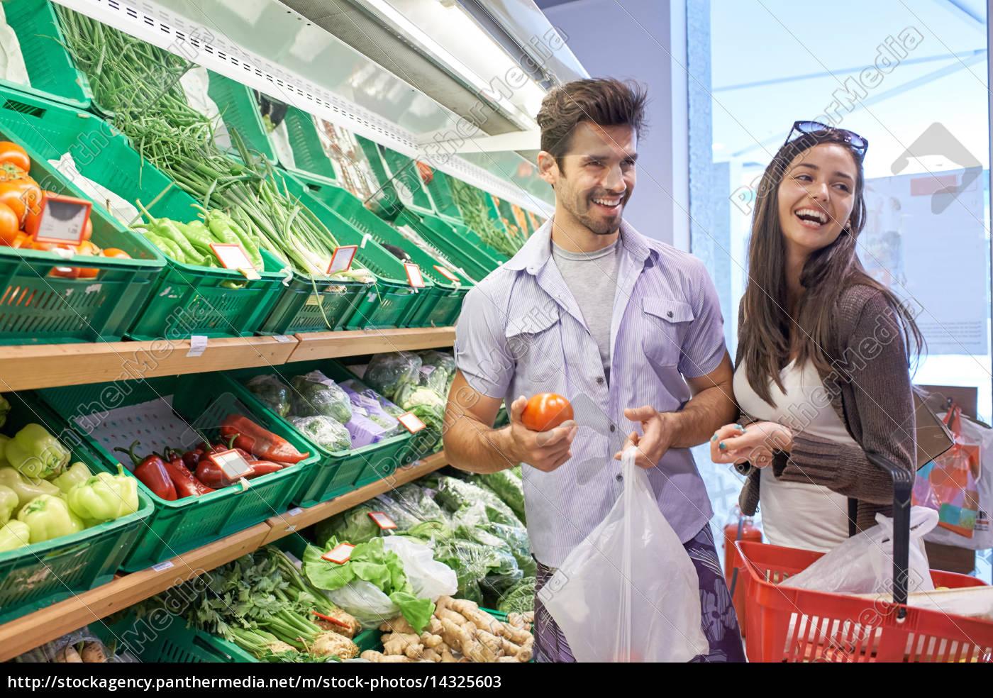 paar, einkauf, in, einem, supermarkt - 14325603