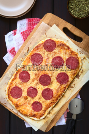 pepperoni oder salami pizza