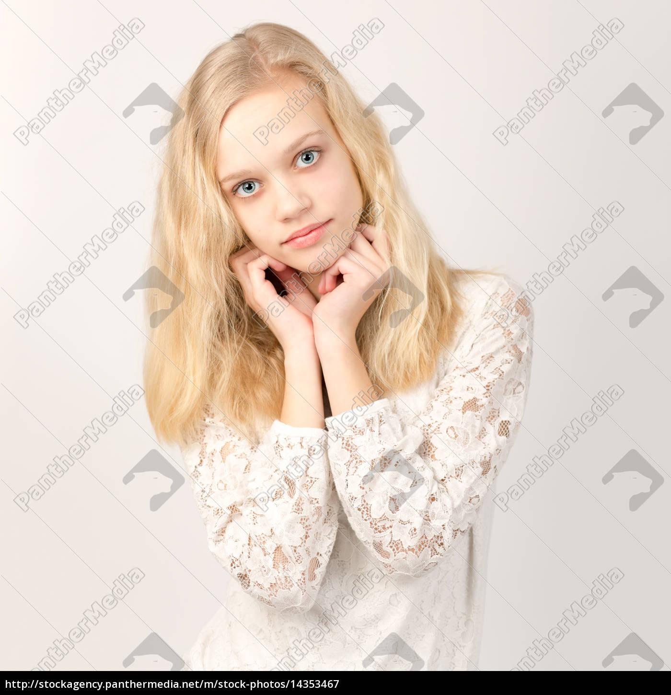 sch ne jugendliche blondes m dchen mit dem langen haar stockfoto 14353467 bildagentur. Black Bedroom Furniture Sets. Home Design Ideas