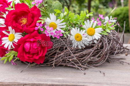 wreath with red roses and daisies