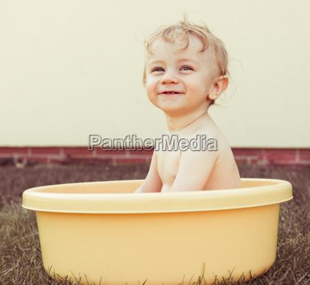 baby saeugling bassin anbetungswuerdig bad badezimmer