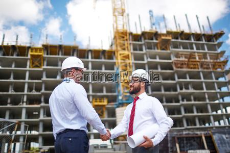 ingenieure handshaking
