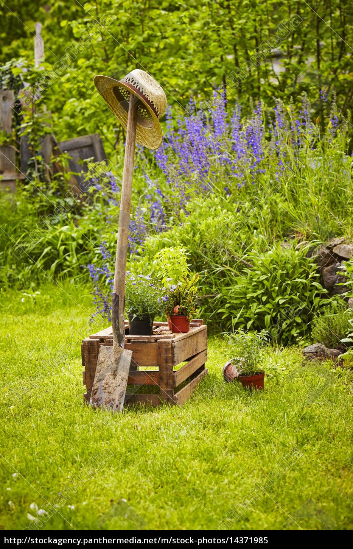 Gartengerät Holzkiste Garten Lizenzfreies Bild 14371985