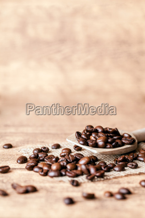 loeffel mit kaffee bohnen