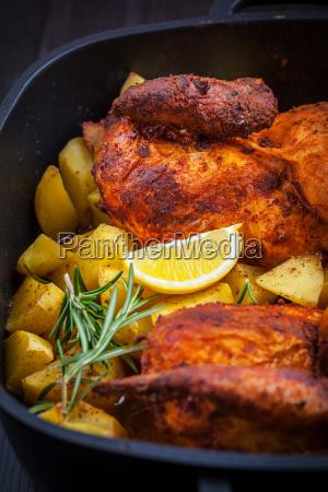 gebackenes schweinefleisch mit kartoffeln
