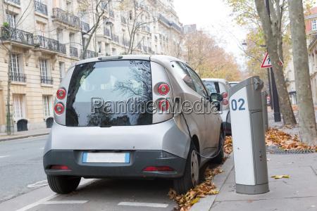 elektro auto in ladestation