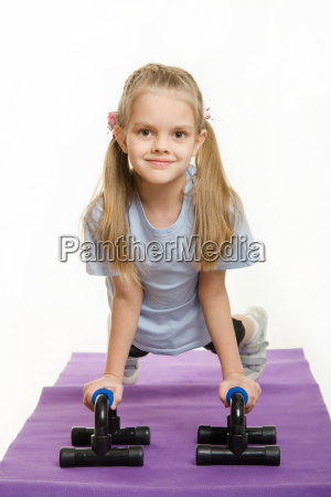 six year old girl pushed with