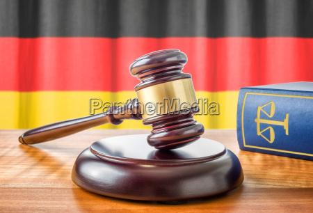 richterhammer und gesetzbuch deutschland