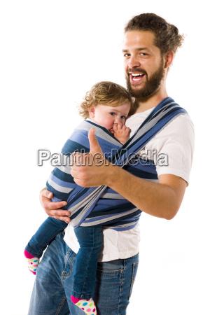 vater mit babytrage