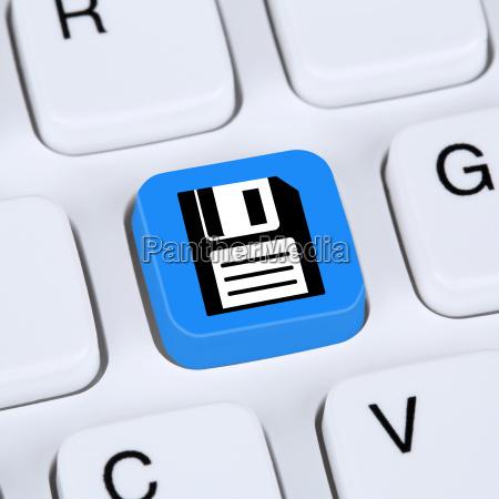 computer konzept daten speichern auf festplatte