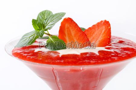 strawberry puree with cream