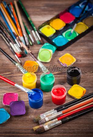 farben aquarelle und buersten