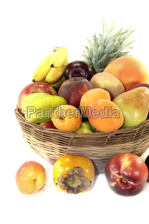 obstkorb mit verschiedenen fruechten