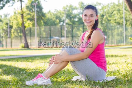 fitness sportlich gesund gesunder lebensstil smiling
