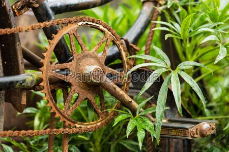 altes rostiges fahrrad