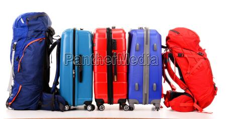 koffer und rucksaecke auf weissem
