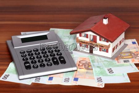 geldscheine rechner und haus