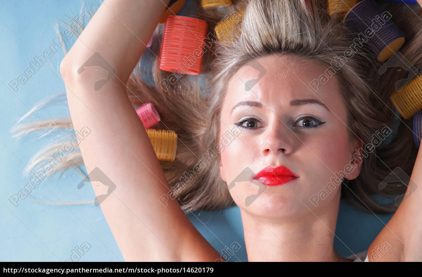 Stockfoto 14620179 Pin Up Mädchen Retro Stil Porträt Frau trocknen Haare