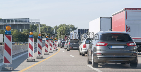 freeway, with, building, lot, and, traffic - 14631575