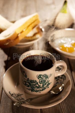 traditionelle malaysian hainan kaffee und fruehstueck