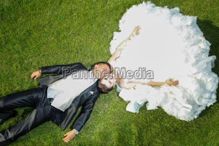newlyweds on lawn