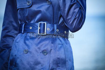 moda femenina primer capa azul cinturon