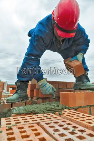 aufbaumaurer arbeitskraftmaurer unter arbeits